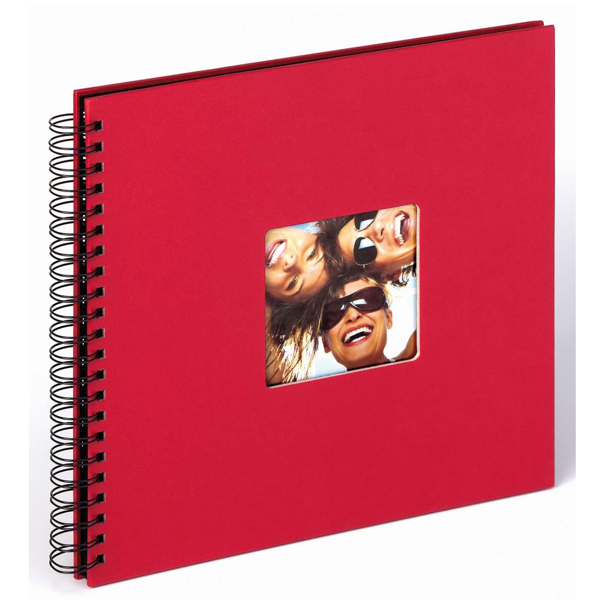 Rotes Fotoalbum mit Spiralbindung