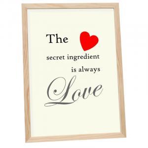"""Holzrahmen mit Spruch """"The Ingredient Is Love"""""""