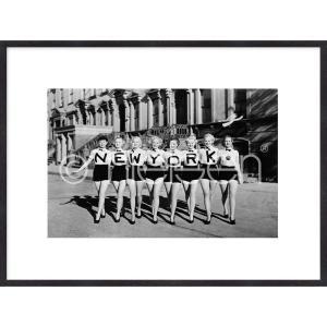 "Gerahmte Kunst ""Chorus Line"" mit Holzrahmen Quadrum"