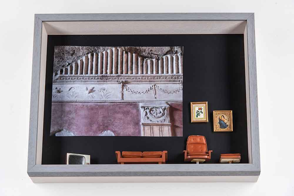 Objektrahmen mit Unibox und Holzrahmen Burgund von Mira