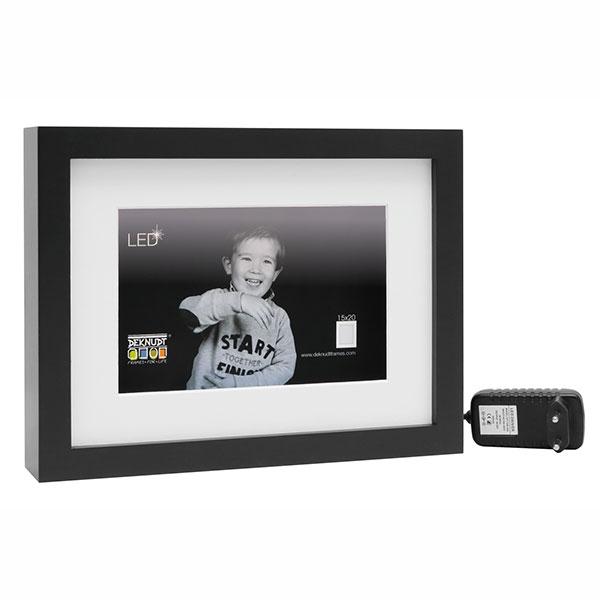 deknudt holz bilderrahmen mit led streifen und passepartout 13x18 cm schwarz. Black Bedroom Furniture Sets. Home Design Ideas