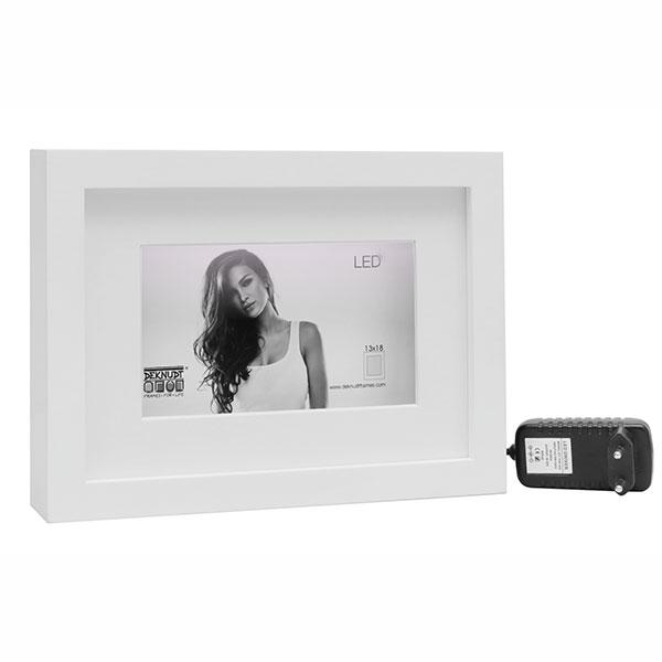 Holz-Bilderrahmen mit LED-Streifen und Passepartout Weiß