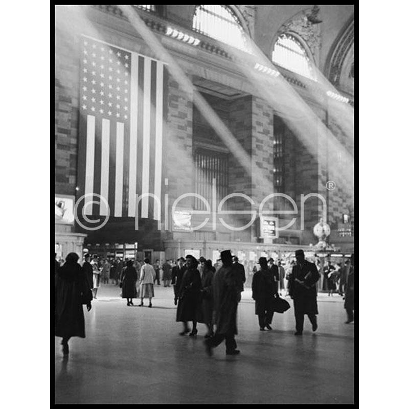 """Gerahmtes Bild """"Metro Station"""" mit Alurahmen C2"""