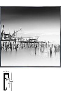 "Gerahmtes Bild ""Malaysian Fishing III"" mit Alurahmen Alpha"